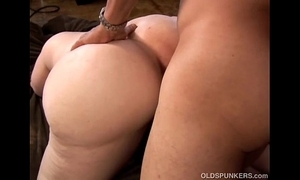 Prexy sexy mature tow-haired bbw is a very sexy bonk