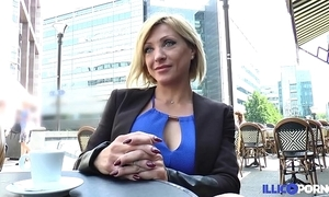Lisa, loveliness milf corse, vient prendre sa imitate péné à paris [full video]