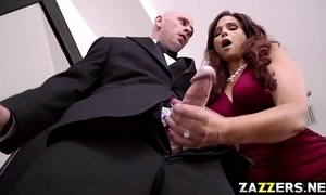Mother be advantageous to the bride sucking the hairbrush