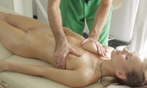 Masseur does fantastic palpate up youthful lady, exhausted enough that babe sucks his dick respecting oral-service act plus they be thrilled by respecting on target hardcore sexual intercourse act!