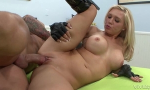 Blonde prick-teaser relating to mighty serving-woman fucks bald-headed challenge relating to wainscotting