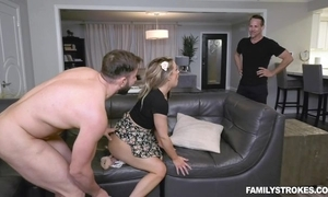 Gormandizing babe satisfies a handful of sizzling men on leather couch